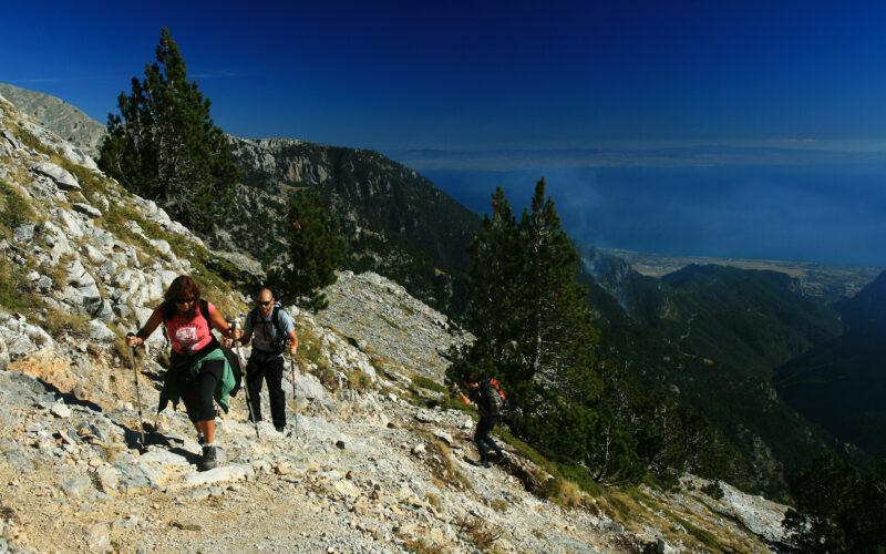 Ορειβάτες κατευθύνονται προς το Οροπέδιο των Μουσών